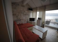 The Old Town Viewpoint Apartments - Budva - Living room