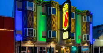 Super 8 by Wyndham San Francisco/Near the Marina - San Francisco - Building