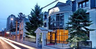 Hotel Vozarev - Belgrade - Building