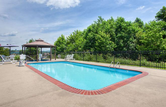 Super 8 by Wyndham Cave City - Cave City - Pool
