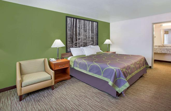 Super 8 by Wyndham Cave City - Cave City - Bedroom