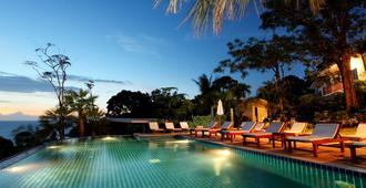 秘密懸崖別墅飯店 - 卡隆 - 游泳池