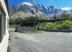 Cozy Hotel in Kazbegi - Stepantsminda - Outdoor view