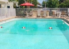America's Best Inn & Suites - Lakeland - Pool