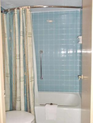 America's Best Inn & Suites - Lakeland - Bathroom