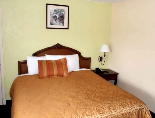 America's Best Inn & Suites - Lakeland - Bedroom