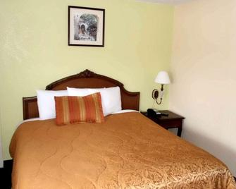 America's Best Inn & Suites - Lakeland - Bedroom