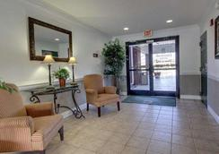 Intown Suites Extended Stay Greenboro Nc- Lanada - Greensboro - Lobby