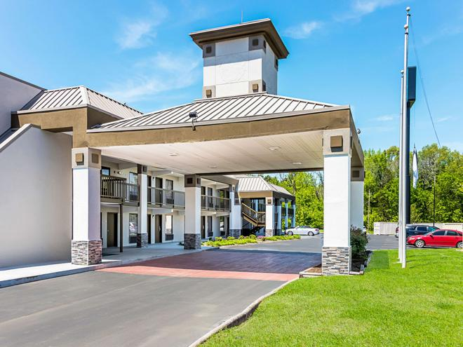 Quality Inn - Knoxville - Building