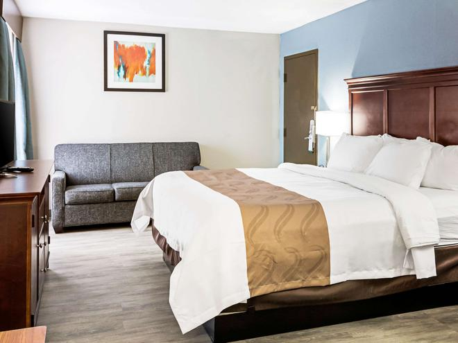 Quality Inn - Knoxville - Bedroom