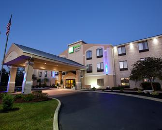 Holiday Inn Express & Suites Plymouth - Plymouth - Building
