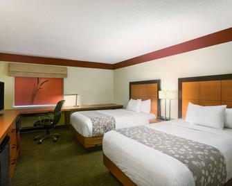 La Quinta Inn & Suites by Wyndham Springdale - Springdale - Спальня
