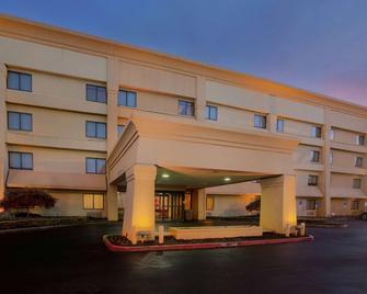 La Quinta Inn & Suites by Wyndham Springdale - Springdale - Building