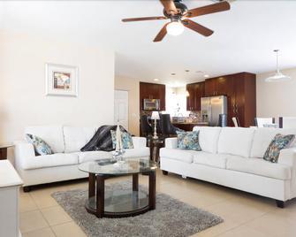Stadium Park - Coral Springs - Living room