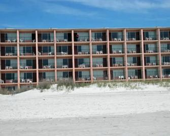 The Red Tree Inn - North Myrtle Beach - Building
