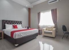 RedDoorz near Islamic Center Samarinda - Samarinda - Schlafzimmer