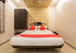 OYO 10720 Hotel Galaxy - Indore - Makuuhuone