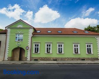 Penzión Kúria - Nové Mesto nad Váhom - Building