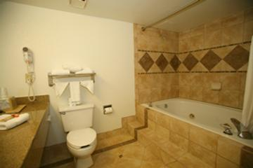 Dunes Inn & Suites - Tybee Island - Bathroom