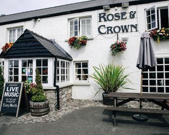 Rose And Crown - Porthcawl - Building