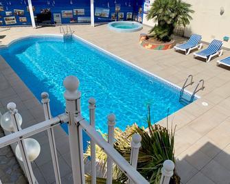 Citotel Amerique Hotel - Palavas-les-Flots - Pool