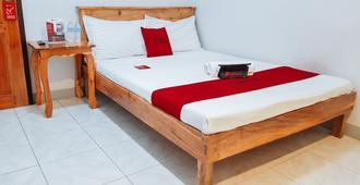 RedDoorz near Ramiro Community Hospital - Tagbilaran - Bedroom