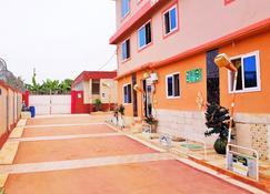 Open Space Hotel Kumasi - Kumasi - Building