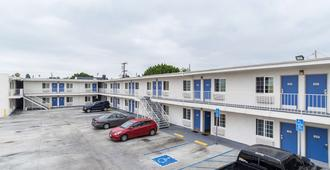 Motel 6 Long Beach International City - Long Beach - Building