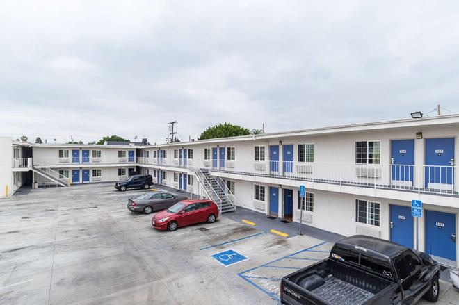 Motel 6 Long Beach International Ci - Long Beach - Building