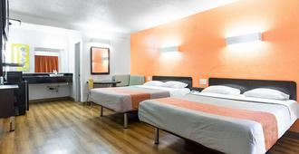 Motel 6 Long Beach International City - Long Beach - Phòng ngủ