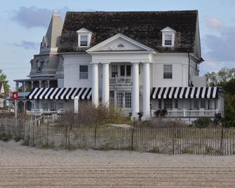 Peter Shields Inn & Restaurant - Cape May - Building