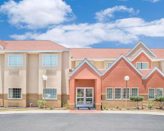 Microtel Inn & Suites by Wyndham Aransas Pass/Corpus Christi - Aransas Pass - Building