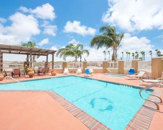 Microtel Inn & Suites by Wyndham Aransas Pass/Corpus Christi - Aransas Pass - Басейн