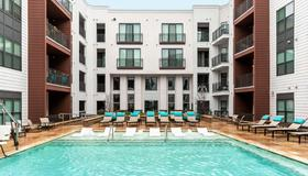 Stay Alfred on Morehead - Charlotte - Piscina
