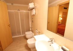 Mokinba Hotels Cristallo - Milan - Bathroom