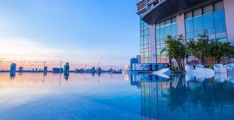 峴港漢江諾富特高級酒店 - 峴港 - 游泳池