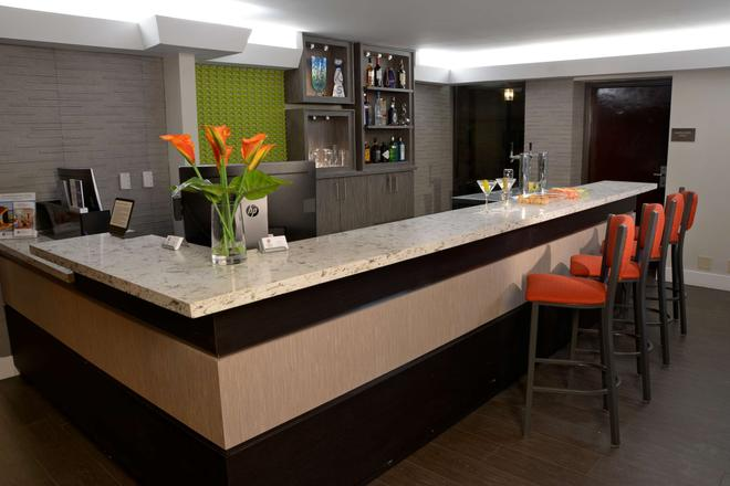 Best Western Plus Austin Central - Austin - Bar