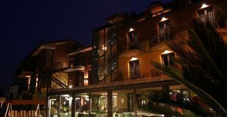 ホテル オーロラ - シルミオーネ - 建物