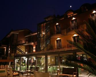 Hotel Aurora - Sirmione - Building