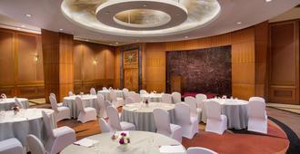 Crowne Plaza Chennai Adyar Park - Chennai - Banquet hall