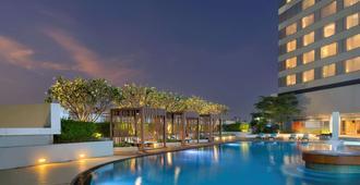 Swissotel Bangkok Ratchada - Bangkok - Pool