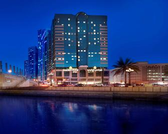 Golden Tulip Sharjah - Sharjah - Building