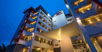 Tune Hotel Klia Aeropolis (Airport Hotel) - Сепанг