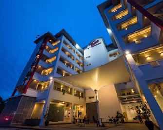 Tune Hotel Klia Aeropolis (Airport Hotel) - Sepang - Building