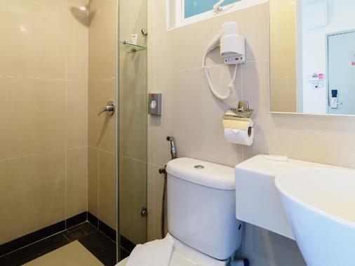 Tune Hotel Klia Aeropolis (Airport Hotel) - Sepang - Bathroom
