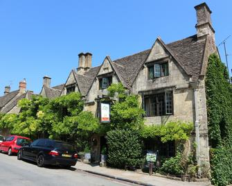 The Bay Tree Hotel - Burford - Building