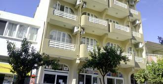 نيجا هوتل - سلجوق - مبنى