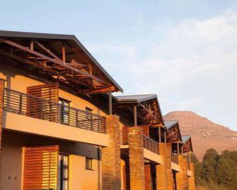 Premier Resort Sani Pass - Himeville - Building