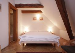 The Green Garland Pension - Prague - Bedroom