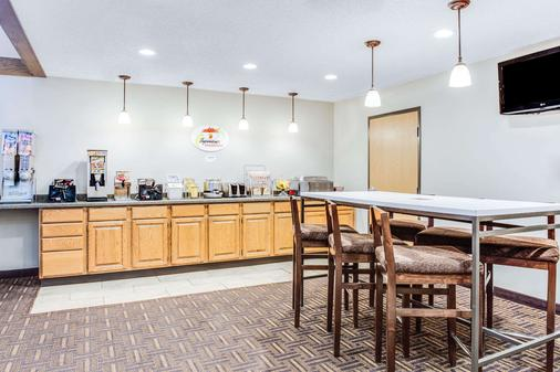 Super 8 by Wyndham Green Bay Near Stadium - Green Bay - Buffet
